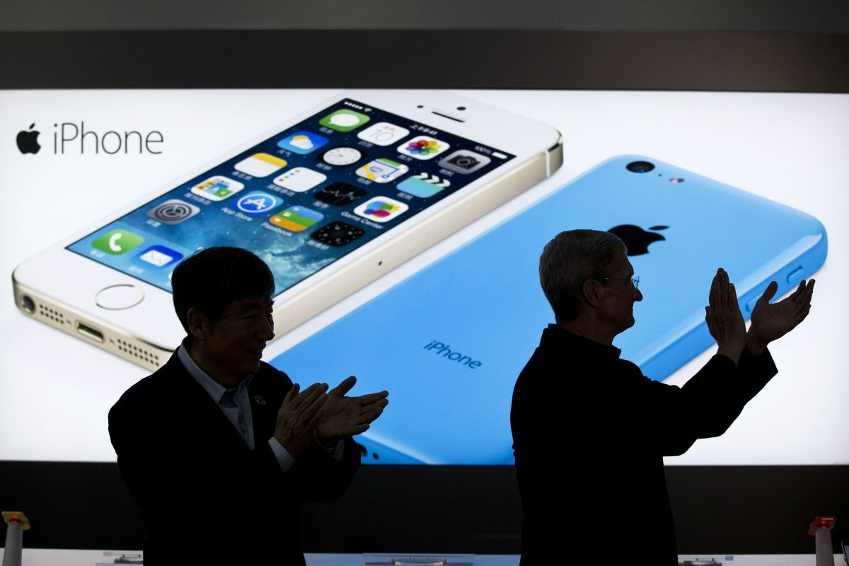 H Apple σπάει τα ρεκόρ