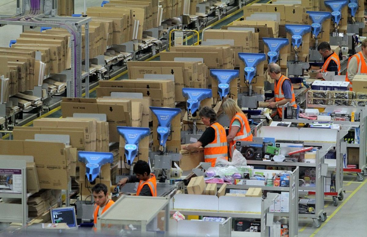 the workers of Amazon (16)