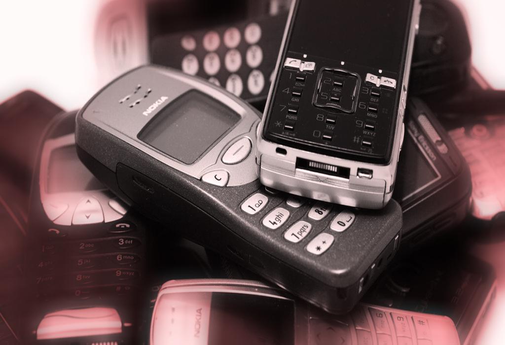 http://www.businesslife.gr/wp-content/uploads/2015/02/retro-mobile-phones-C.jpg